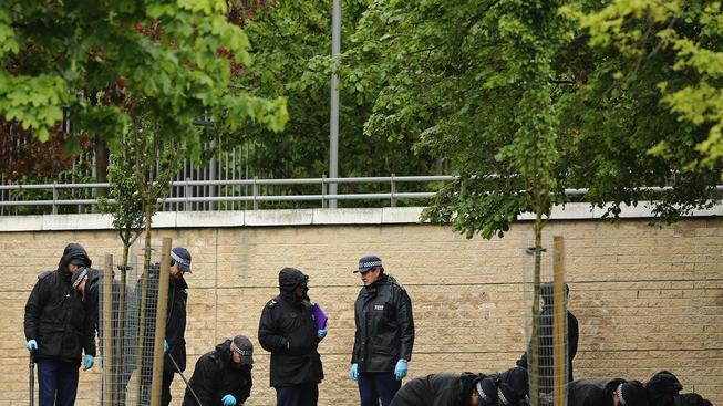Britští policisté na místě útoku