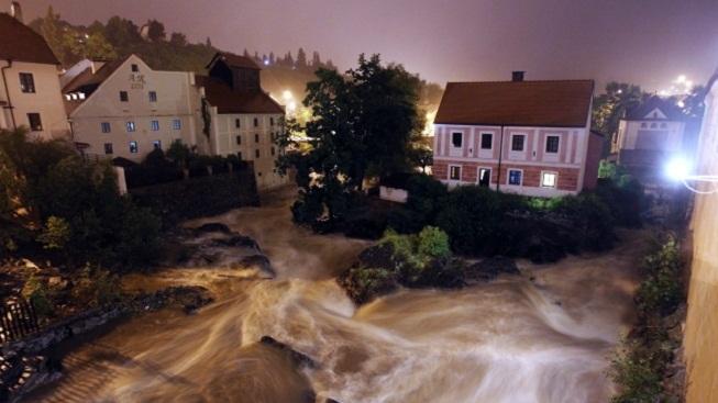 Rozvodněná Vltava v Českém Krumlově