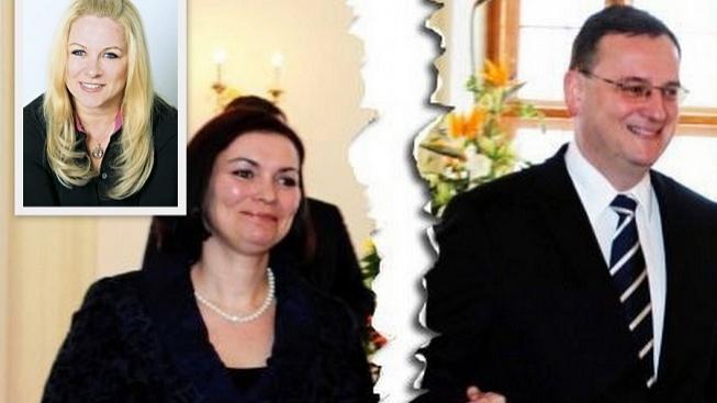 Nečas s manželkou, Jana Nagyová (v rohu)