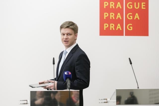 Arogantní primátor Hudeček štěpí TOP 09. Děsí prý už i knížete, který ho protlačil