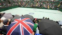 V Londýně přestalo pršet. Program začne s dvouhodinovým zpožděním