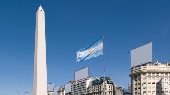 Náměstí Republiky s obeliskem v Buenos Aires