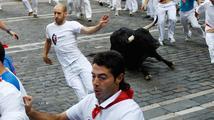 Krvavá Pamplona: Rozzuřený býk nabral na rohy čtyři běžce