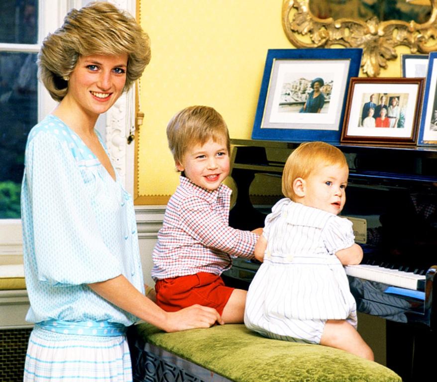 """Královské retro! Jací byli členové královské rodiny, když ještě """"tahali kačera""""?"""