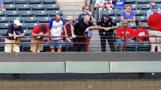 Smrt fanouška na stadionu