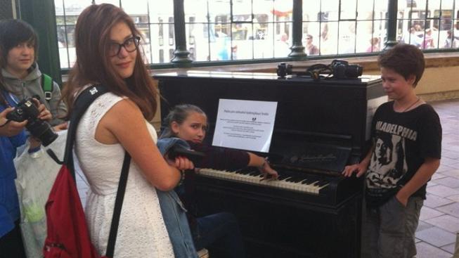 Piano v pražské ulici