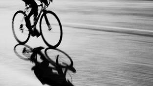 Mladík na Žižkově srazil cyklistu a odjel na jeho kole za 100 tisíc