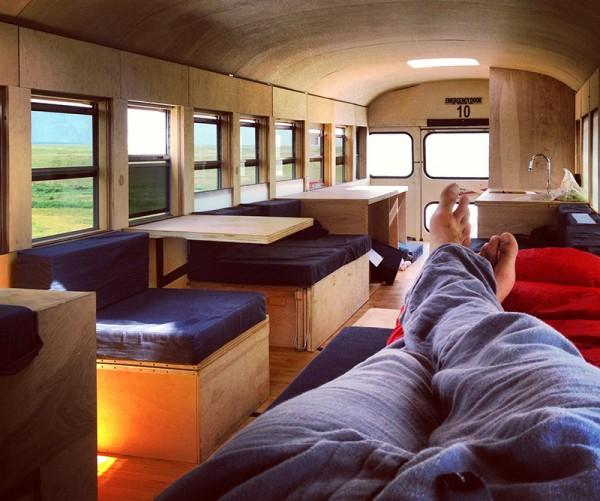 Student architektury změnil starý autobus na stylový dům