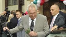 Podívejte se, jak prezident Miloš Zeman perlil v Bruselu. A jak natřel Bakalu