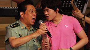 Zpívající čínský generál se svým synem