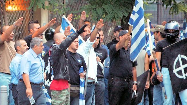 Neonacisté ze Zlatého Úsvitu v Řecku