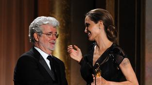 Angelina Jolie přebírá Oscara