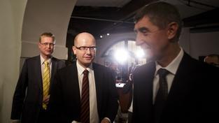 Bělobrádek, předseda KDU-ČSL (zcela vzadu), Sobotka, Babiš (vepředu)