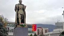 Tajemná socha Tita zaskočila Skopje, kdo ji tam dal?