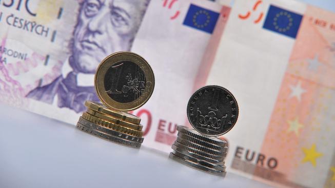 České peníze, Euro (ilustrační foto)