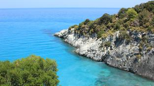 Hledáte dovolenou na last minute? Zkuste ostrov plný protikladů – Zakynthos!