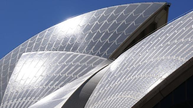 Dlaždice ze střechy opery