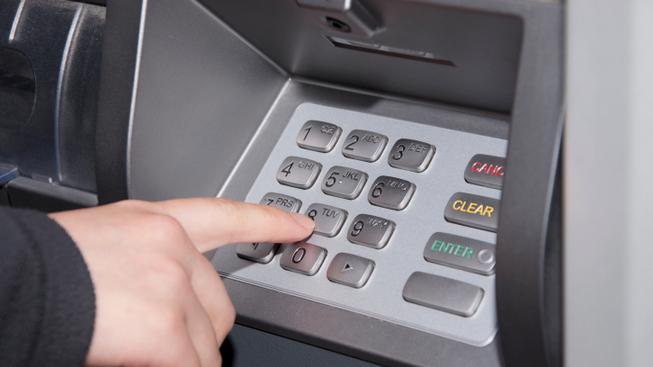 Bankomat (ilustrační fotografie)