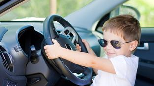 Chlapec za volantem