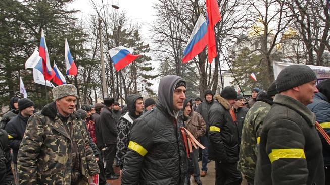 Krymští proruští aktivisté při dnešním shromáždění