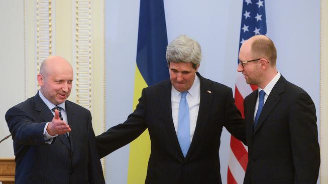 John Kerry s prozatimním ukrajinským prezidentem a premiérem