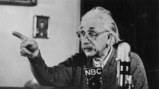 Albert Einstein přibližně v roce 1955