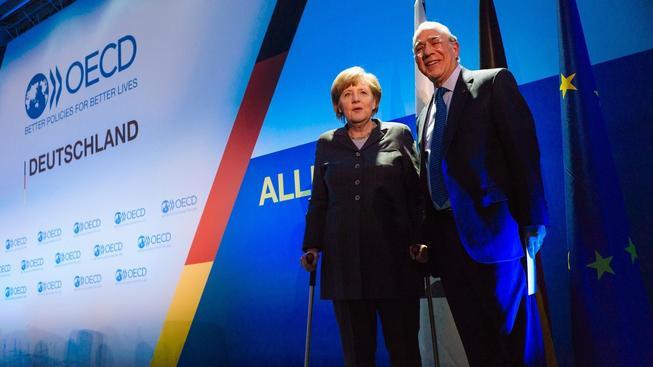 Angela Merkelová a generální tajemník OECD Jose Angel Gurria