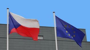 Vlajka České republiky a Evropské unie (ilustrační foto)
