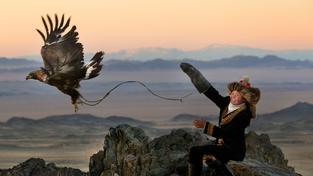 Kazaši žijící na západě Mongolska jsou zřejmě poslední skuteční orlí lovci na světě