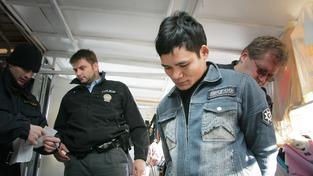 Policejní zátah na vietnamské tržnici