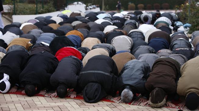 Muslimové při modlitbě (ilustrační fotografie)