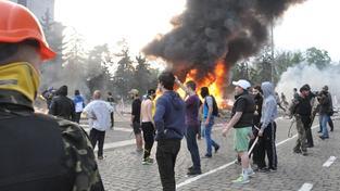 Demonstranti v Oděse před policejní budovou