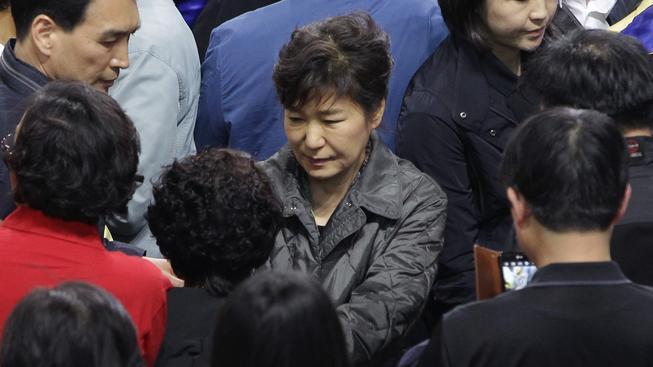 Jihokorejská prezidentka Pak Kun-hje se setkala s rodinami pozůstalých.