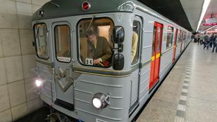 Historická souprava, kterou metro ukázalo v rámci 40. výročí zprovoznění svého prvního úseku