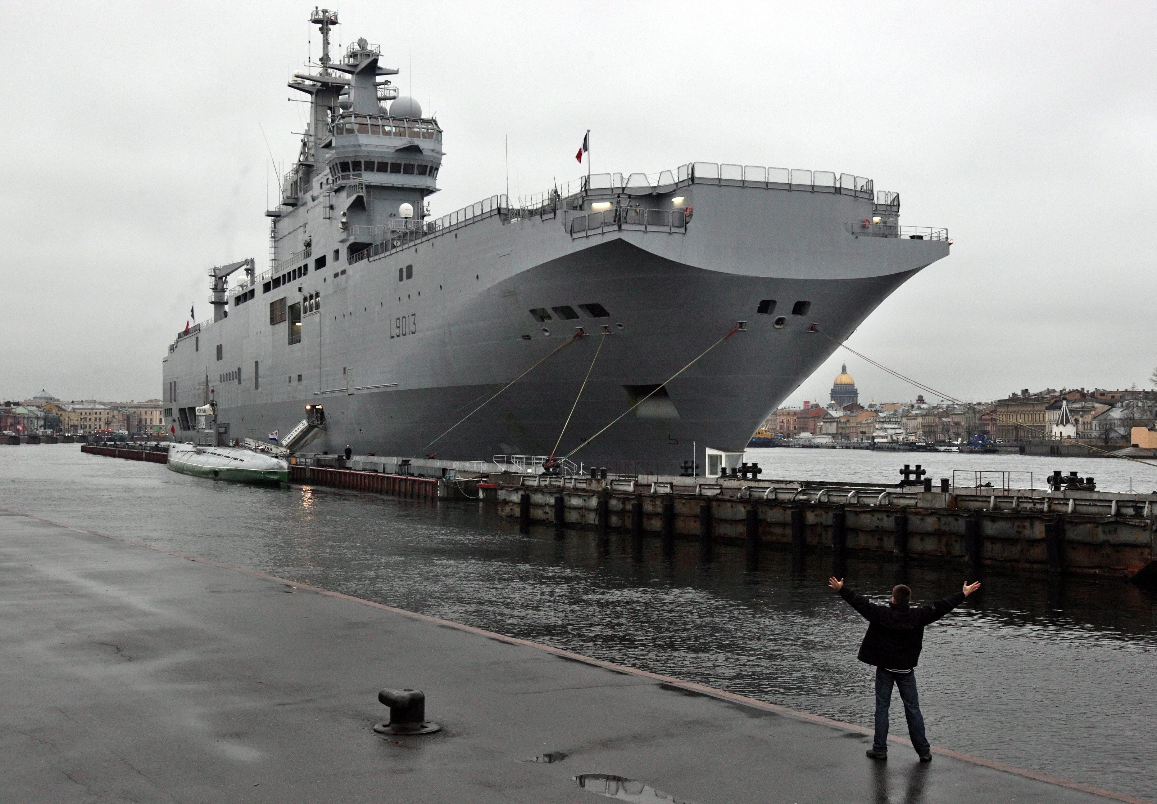 Francie dodá Rusům slíbené válečné lodě. Vydělávat se prostě musí