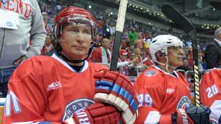 Putin má hokej rád a čas od času si dokonce i sám zahraje