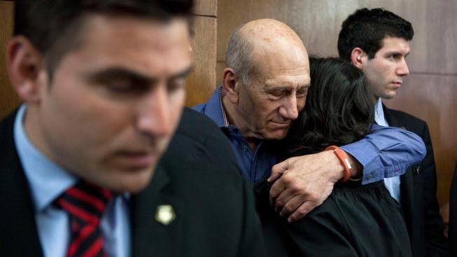 Ehud Olmert v modré košili