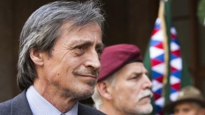 Ministr obrany Martin Stropnický schvaluje podporu iráckých Kurdů v podobě 500 tun munice.