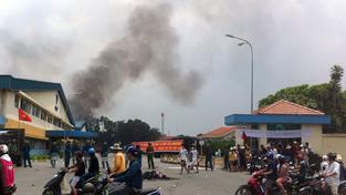 Tisíce Vietnamců protestovalo. Zapalovali čínské i další zahraniční továrny