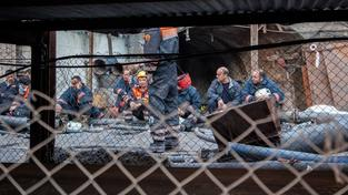 Horníci přeživší důlní neštěstí