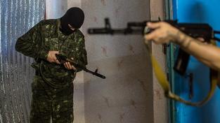 Členové proukrajinských milicí při nácviku