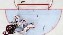 Asi spěchal do baru, spílá českému rozhodčímu kouč hokejistů Lotyšska