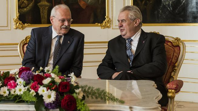 Slovenský prezident Ivan Gašparovič s českým kolegou Milošem Zemanem na Hradě