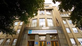 Budova Ústavu organické chemie a biochemie