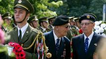 Politici i vojáci na pietní akci vzdali hold generálu Heliodoru Píkovi