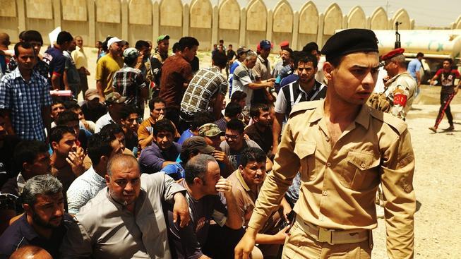 Nováčci v irácké armádě. Úřady se snaží povzbudit morálku vojáků i nabrat nové