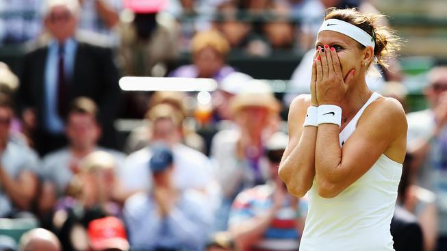 Dojatá Lucie Šafářová po postupu do semifinále Wimbledonu.
