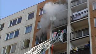zásah hasičů v panelovém domě, ilustrační foto