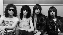 Zemřel bubeník Tommy Ramone, zakládající člen punkové skupiny The Ramones