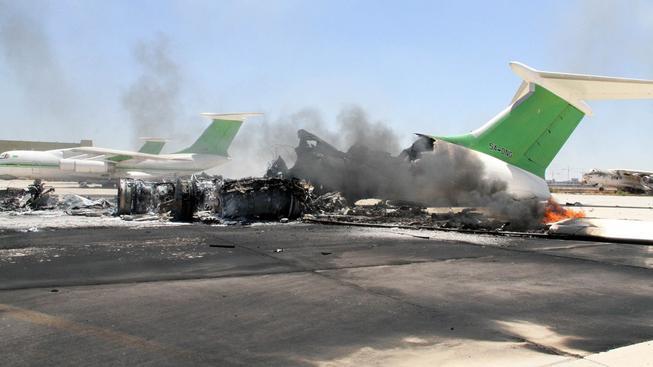 Boje na letišti v Tripolisu